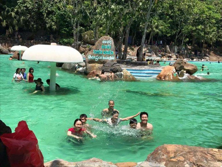 Bể bơi Thiên Sơn Suối Ngà
