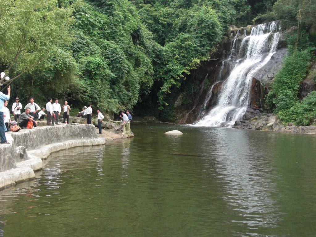 Thác nước ở Ao Vua