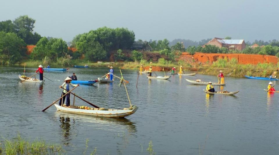 Chợ nổi ở Làng văn hóa 54 dân tộc Việt Nam