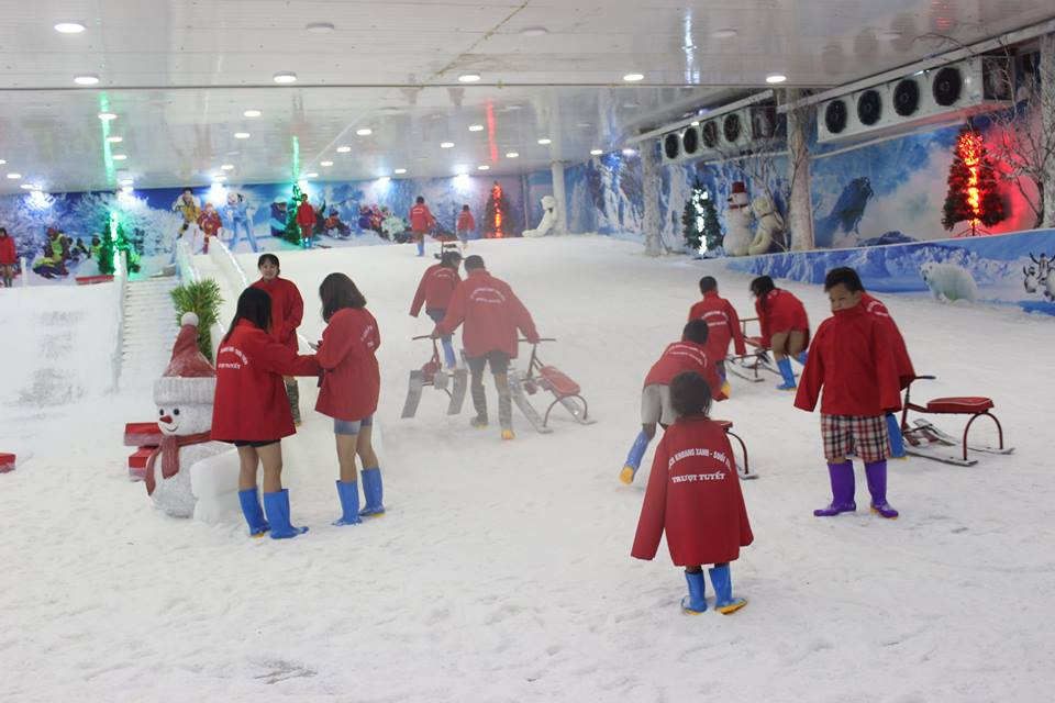 Động trượt tuyết ở Khoang Xanh Suối Tiên