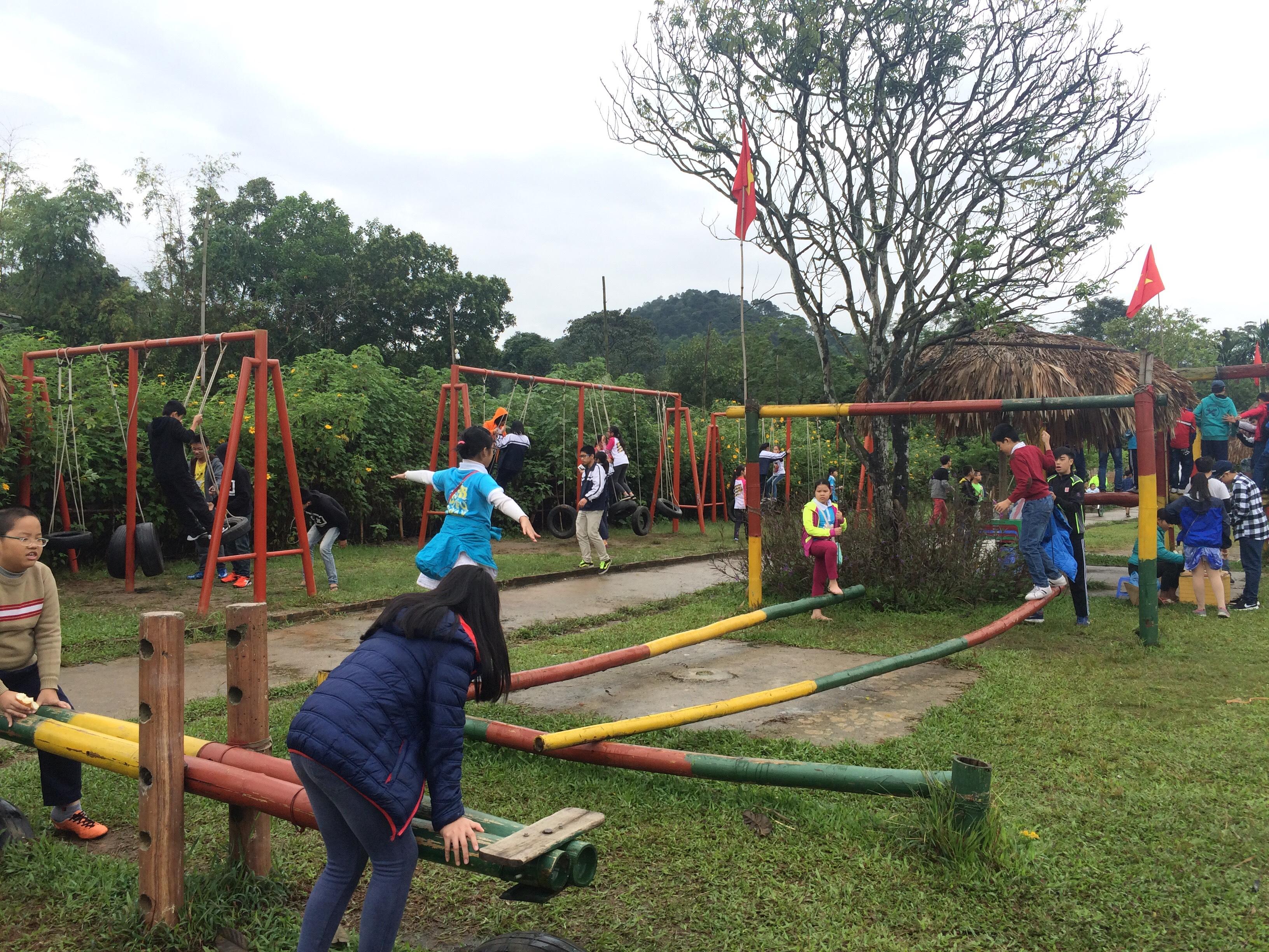 Trò chơi ở khu du lịch Long Việt
