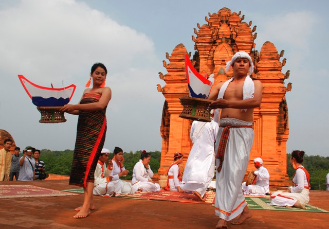 Đường đi đến Làng văn hóa các dân tộc Việt Nam