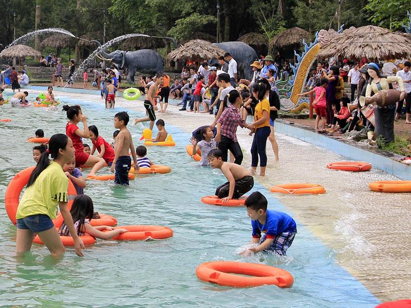 Khoang Xanh Suối Tiên đập tan cơn nóng mùa hè