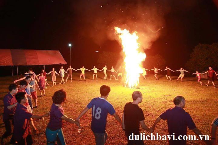 đốt lửa trại tại Long Việt